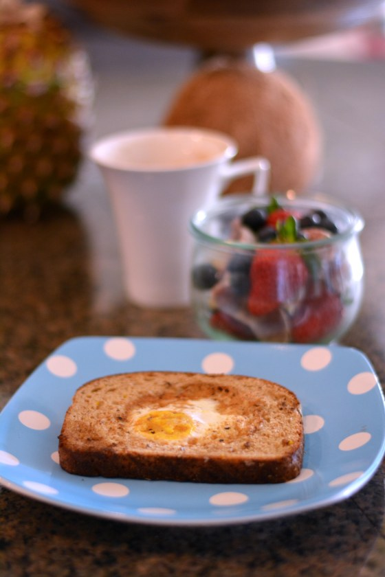 Egg in a Hole. Toad in a Hole, Bird in a Nest, whatever you want to call it - it's amazing! Quick and Easy Breakfast Ideas. www.hhmomma.com