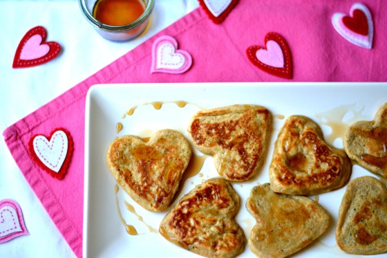 This Valentine's Day, treat your loved ones with a healthy protein packed breakfast. Start the sweet filled day right with Banana Peanut Butter Protein Pancakes hhmomma.com
